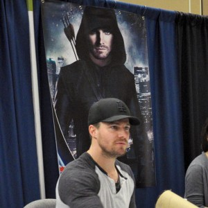 Stephen Amell - Dallas - Sci-Fi Expo - Auto 01