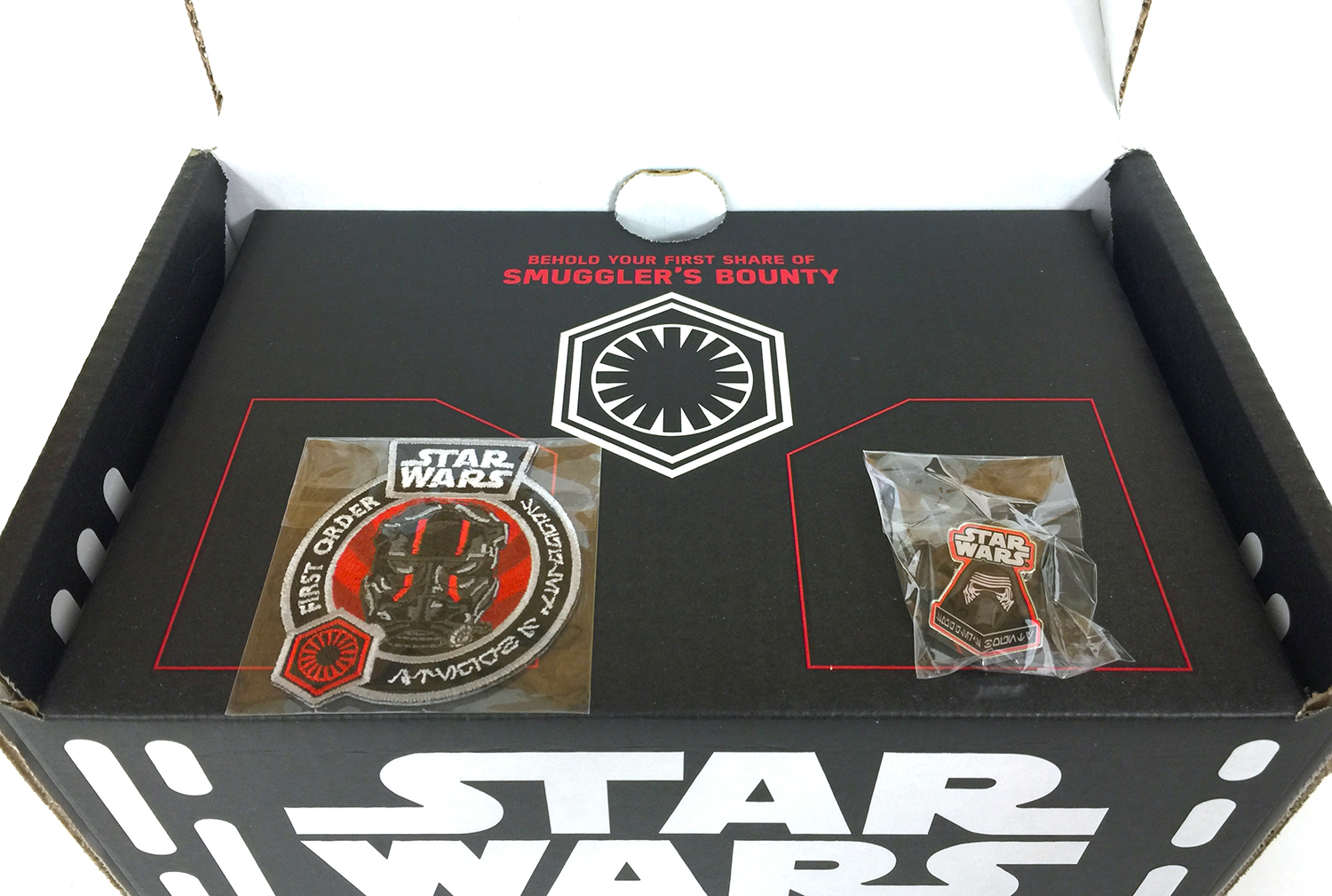 Star Wars - Smuggler's Bounty - Funko - 03 - First Level - Patch and Pin